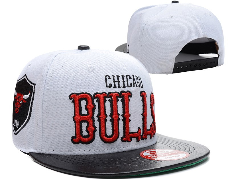 fd43d8fb866 White And Black Chicago Bulls Snapback for sale
